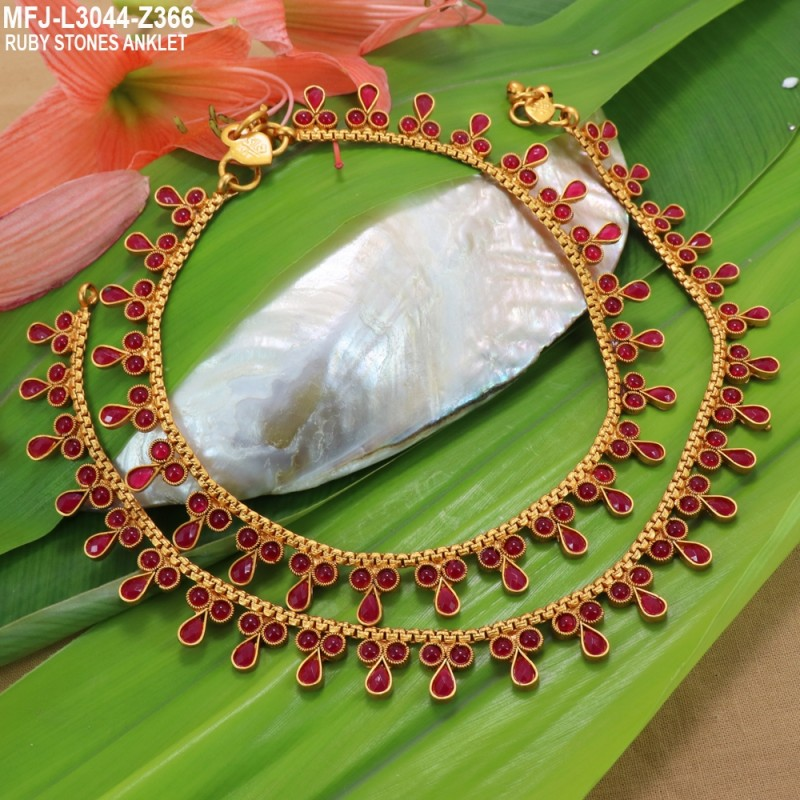Thilakam Shaped Pearls Single Line Design Gold Plated Finish Necklace Set Buy Online