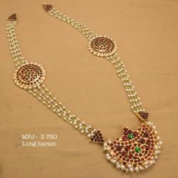 Kemp stone With Pearls Mango And Moon Designed Gold Plated finish Mangthikka(Chuty) Set Buy Online