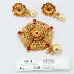 Kempu Stones Mat Finish Flower Design Pendant Set Online